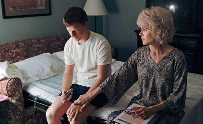 Nicole Kidman e Lucas Hedges em uma cena de 'Boy Erased'
