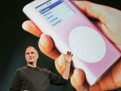 Steve Jobs durante a apresentação do iTunes no Japão em 2005.