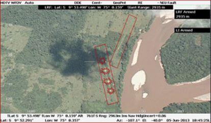 Em imagem aérea da selva peruana fornecida pela Devida (agência peruana antidrogas), aparecem marcadas uma pista destruída (com círculos) e outra que os traficantes construíram logo depois.
