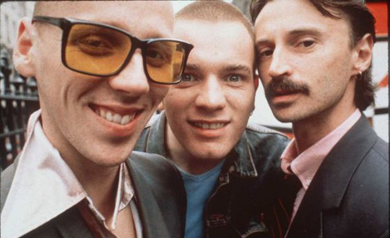 (Da esq. à dir.) Ewen Bremner, Ewan McGregor e Robert Carlyle, em cena do filme 'Trainspotting'.