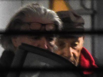Claude Sinké (de boné), o acusado do atentado na mesquita de Bayona, na quarta-feira no tribunal da cidade francesa.