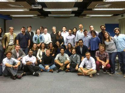 Reunião do Agora! com Huck (sentado, ao centro de camiseta preta).
