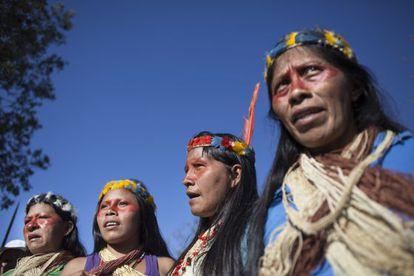 Mulheres indígenas na marcha desta quarta-feira.