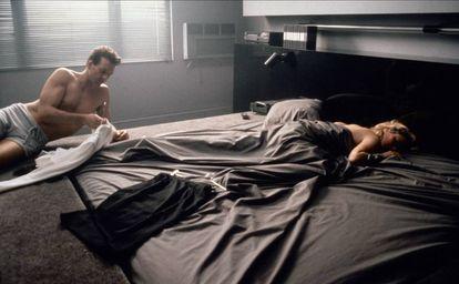 Quando chegou o dia de filmar a última cena do roteiro (que acabaria sendo removida da montagem final), a personagem de Basinger deveria estar no limite da resistência física e emocional
