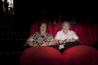 As aposentadas Lucia de Castro e Leticia Selme, frequentadoras do cinema Reserva Cultural, em São Paulo.