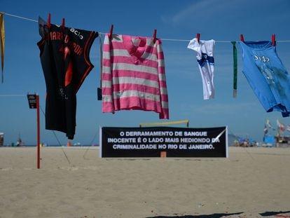 Protesto na praia de Copacabana em 2018 lembra morte da menina Maria Eduarda, e de outras 46 crianças vítimas da violência nos últimos anos.