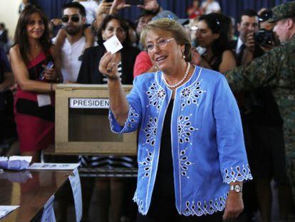 Michelle Bachelet durante a votação.