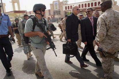 Durante uma visita à cidade iraquiana de Ramadi em 2007. Biden presidia à época a Comissão de Assuntos Exteriores do Senado.