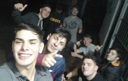Parte do grupo de jovens acusados faz 'selfie' minutos depois de matar Fernándo Báez.
