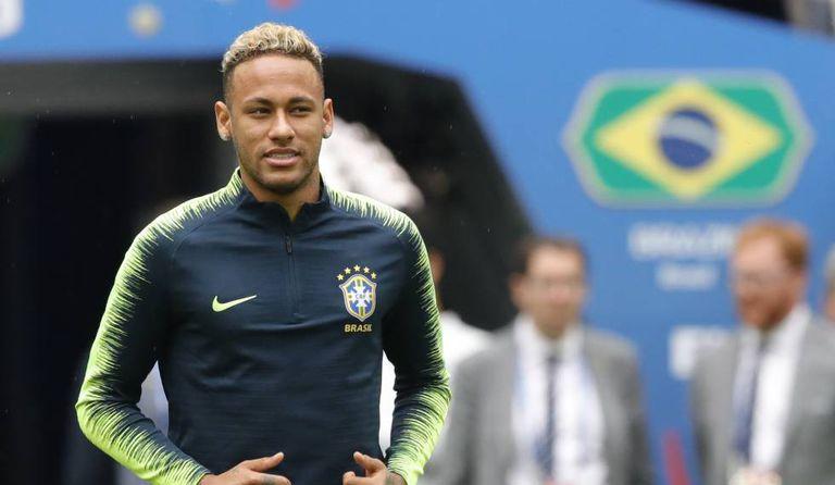 Neymar, apesar de preservado em dois dias de treino na semana, está confirmado no jogo.