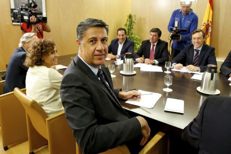 A direção do Grupo Parlamentar Popular reunida com o candidato do PP à presidência da Generalitat, Xavier García Albiol (em primeiro plano).