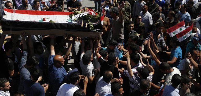 Enterro das vítimas de um ataque com morteiro em um distrito de Damasco.