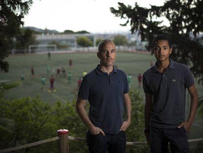 Mark Freeman (esq.) e seu filho Malachai lutam para provar que houve armação.