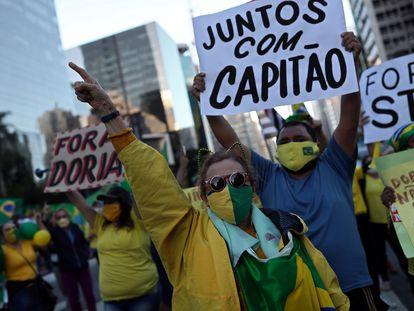 Protesto em Sµão Paulo contra as medidas de quarentena.