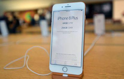 O iPhone 8 Plus na loja da Apple de San Francisco.