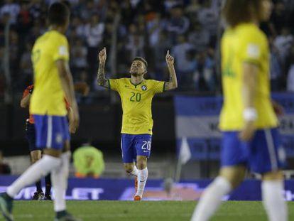 Lucas Lima comemora o gol contra a Argentina.