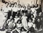 niños en chambon alrededor de 1943, algunos españoles (pero no están identificados) atribución: 'colección privada'