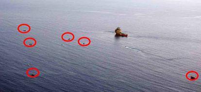"""A UE alerta sobre as """"saídas simultâneas"""" de embarcações a partir da Líbia. Na imagem, vários barcos identificados na mesma zona de resgate."""