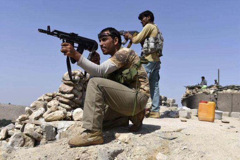 Soldados afegãos, em um ataque ao Estado Islâmico.