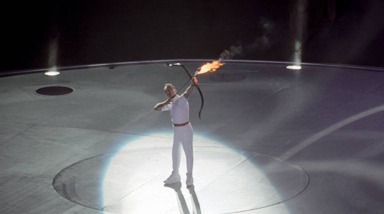 Antonio Rebollo acende a pira olímpica em Barcelona 92.