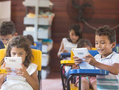Alunos brasileiros do Programa ProFuturo, da Fundação Telefônica, em imagem de 2019.