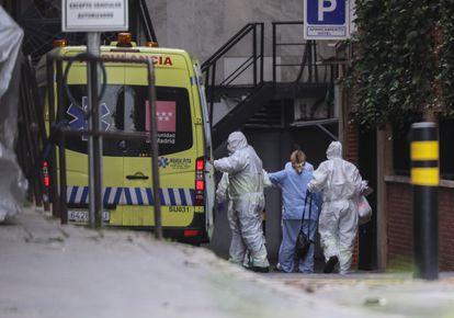 Chegada da primeira pessoa contagiada por Covid-19 no Grande Hotel Colón de Madri, transformado em hospital.
