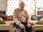 Escritor Estadounidense Peter Brown en su casa en Princeton University en New Jersey Nueva York, USA en Abril 29 2021.
