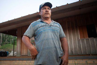 O pedreiro Ubirajara, que ocupa ilegalmente a terra indígena Ituna Itatá. LILO CLARETO
