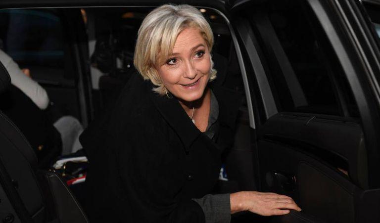 A presidente da Frente Nacional (FN), Marine Le Pen, chega a uma convenção, na terça-feira, em Paris.