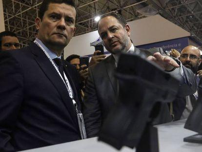 O ministro Sergio Moro, a figura mais popular do Governo, acima de Bolsonaro, em feira do Rio.