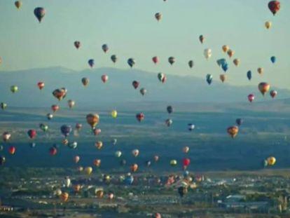 No vídeo, os balões no céu do Novo México.