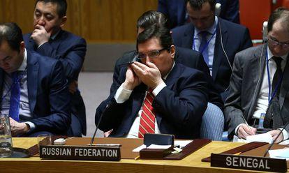 Membro da delegação russa fala por celular durante uma Assembleia da ONU, em Nova York.