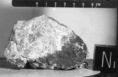 A rocha Gênese, uma anortosita encontrada pelos astronautas da 'Apollo 15', demonstrou a idade da Lua: quatro bilhões de anos.