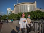 Beijing (China), 19/05/2020.- People wearing protective face masks walk during evening rush hour, in Beijing, China, 19 May 2020. China will hold the Chinese People's Political Consultative Conference (CPPCC) on 21 May and the National People's Congress (NPC) on 22 May after the two major political meetings initially planned to be held in March 2020 were postponed amid the coronavirus outbreak. EFE/EPA/ROMAN PILIPEY