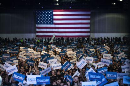 Apoiadores de Bernie Sanders durante campanha em Los Angeles.