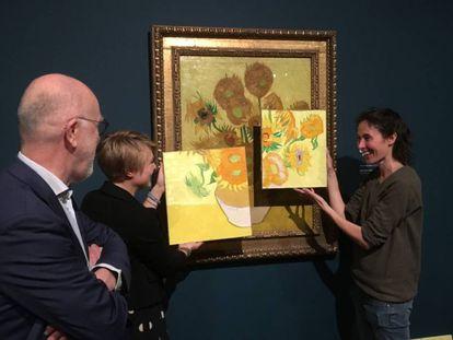 A artista Charlotte Caspers compara a reprodução das cores originais com o estado atual da pintura.