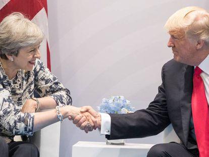 Theresa May e Donald Trump no segundo dia da cúpula do G20 em Hamburgo.