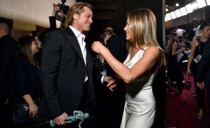 Brad Pitt e Jennifer Aniston, na premiação do Sindicato dos Atores, em 19 de janeiro. / EMMA MCINTYRE / GETTY / AFP