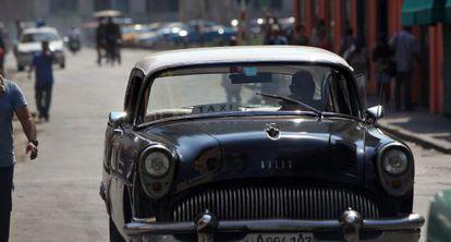 Um táxi antigo do setor privado, em 25 de agosto na Havana.