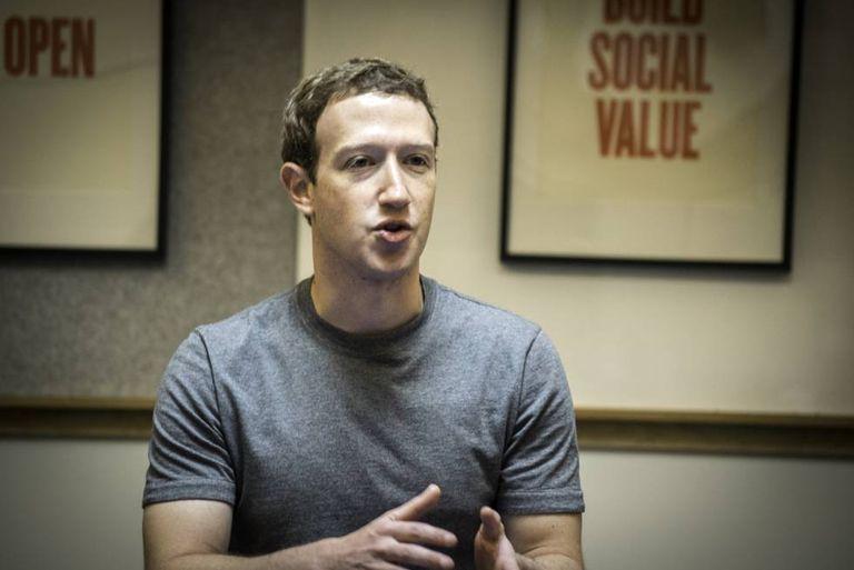 Mark Zuckerberg em uma sala na sede do Facebook em Menlo Park.