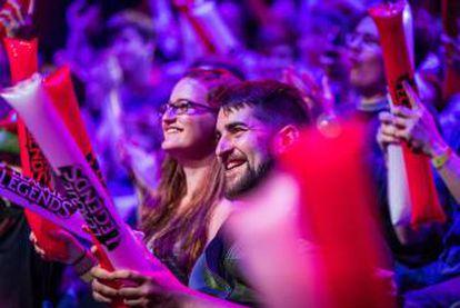 Os 'e-sports' reúnem milhares de pessoas em eventos presenciais realizados em ginásios ou teatros, embora seu ambiente natural seja a internet.