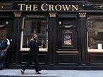 Los pubs podrán reabrir a partir del 4 de julio. En la imagen, un establecimiento en Londres, este martes.