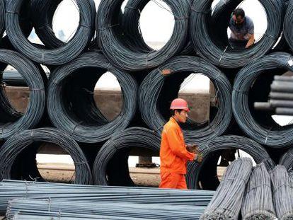Uma fábrica de aço, em Qingdao (China).