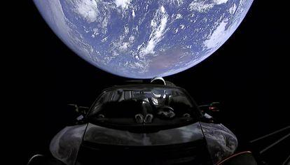 O Tesla lançado pela empresa de Elon Musk ao espaço.