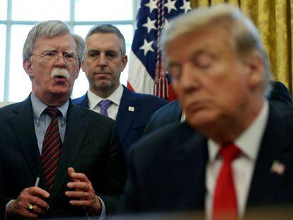 John Bolton, durante la firma de un memorandum presidencial, el 9 de febrero en la Casa Blanca.