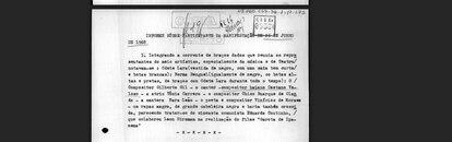 """O relatório contra Caetano anota a participação do cantor em uma manifestação em junho de 1968. Estavam lá """"Odete Lara (vestida de negro, com uma saia bem curta/ e botas brancas)"""" e também """"um rapaz magro, de grande cabeleira negra e barba também crescida, parecendo tratar-se do cineasta comunista Eduardo Coutinho."""""""
