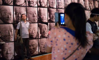 Turistas no museu de História de Shanxi, em Xi'an (China)