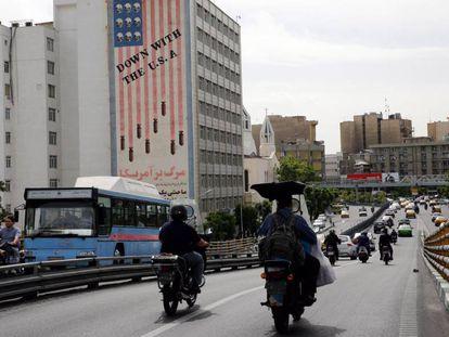 Edifício com um antigo grafite contra os Estados Unidos, fotografado nesta terça-feira em Teerã.