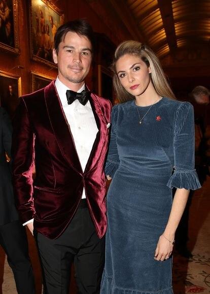Josh Hartnett e sua esposa, a atriz Tamsin Egerton, em um jantar no palácio de Buckingham em 2019.