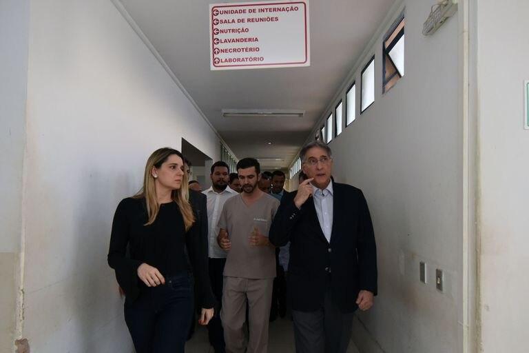 Carolina Pimentel e Fernando Pimentel, então governador, visitam Janaúba (MG), em 5 de outubro de 2017.